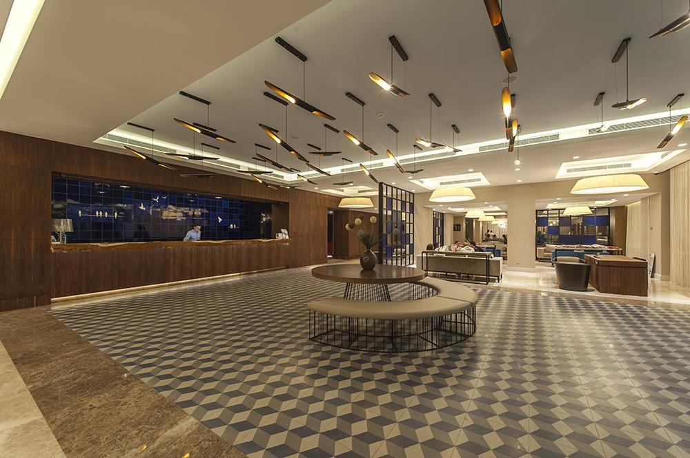 Le Bleu Hotel